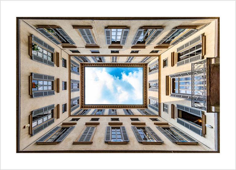 Franco Gualdoni_Meravigliosa Milano -Classico cortile milanese