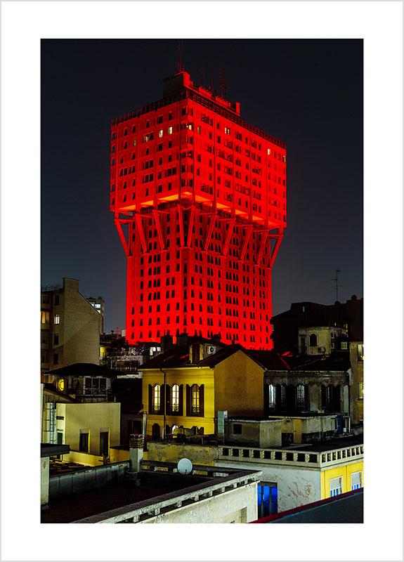 Franco Gualdoni_Meravigliosa Milano - Torre Velasca illuminata per un evento speciale