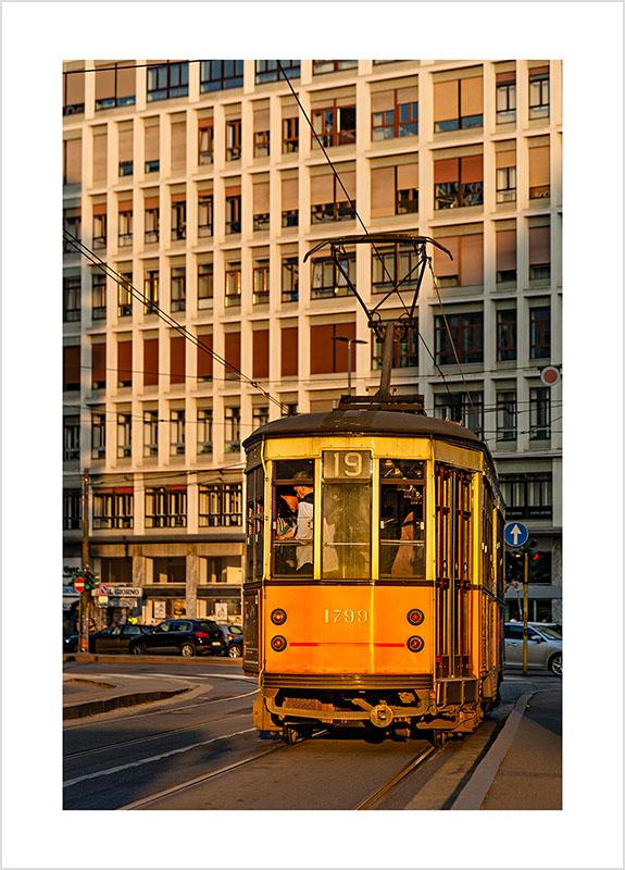 Franco Gualdoni_Meravigliosa Milano - Tram modello 28 nel Corso di Porta Romana